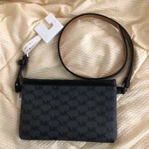 NWT MICHAEL KORS signature belt bag— size Med
